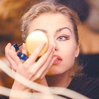 Ежедневный макияж продлевает жизнь